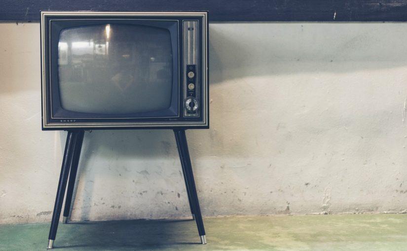 Samotny wypoczynek przed tv, lub niedzielne serialowe popołudnie, umila nam czas wolny ,a także pozwala się zrelaksować.